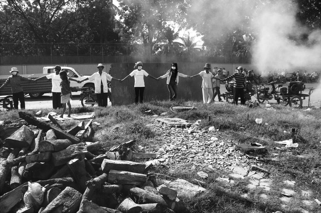Confrontation at Dey Krahorm community