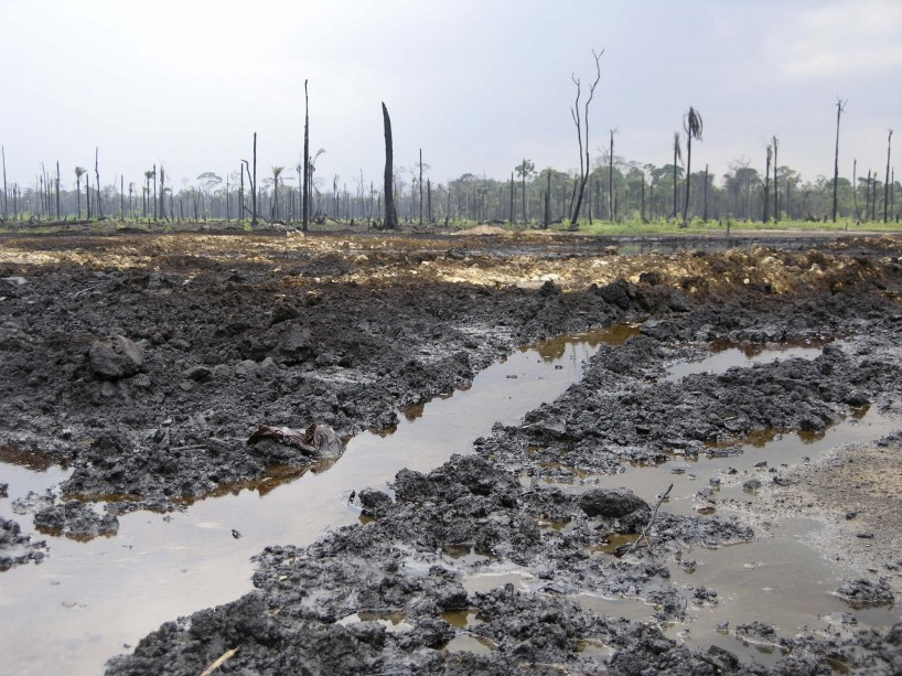 Shell oil spill at Rukpoku in 2004, showing no clean up or remediation after three months.<br />Photo: Elaine Gilligan/Friends of the Earth