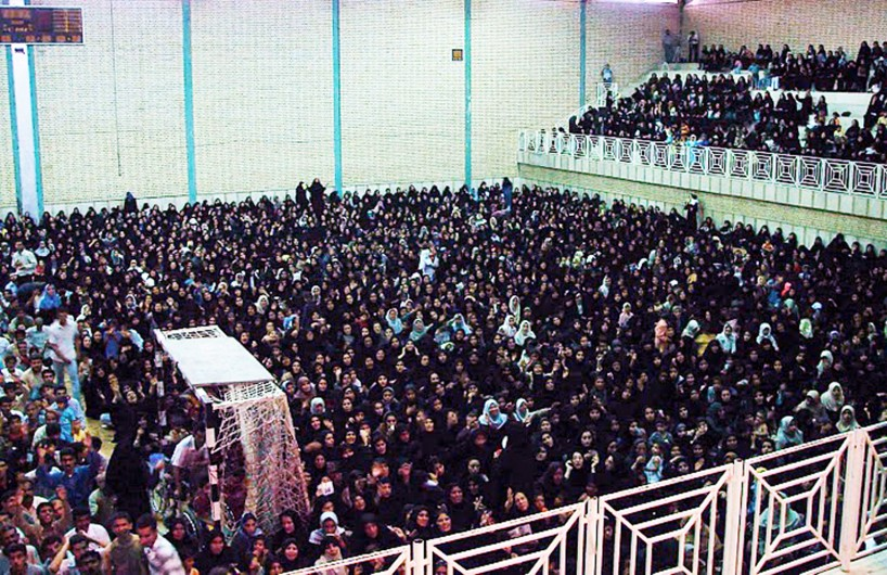 Before his imprisonment, Ayatollah Boroujerdi drew large crowds to hear him speak. Photo courtesy BamAzadi.
