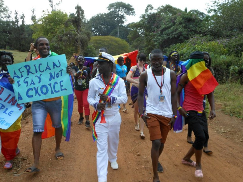 Frank Mugisha, au centre, en compagnie de militants LGBTI, lors d'une parade de la fierté homosexuelle, en 2013.
